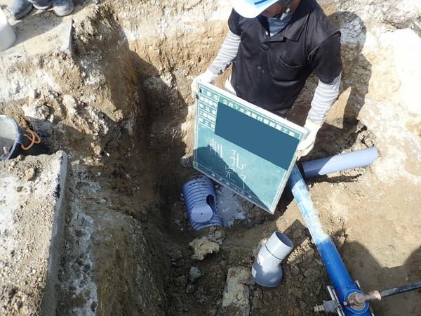 下水道本管に穴をあける